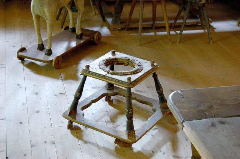 Girello in legno