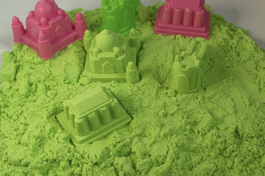Formine nella sabbia cinetica verde