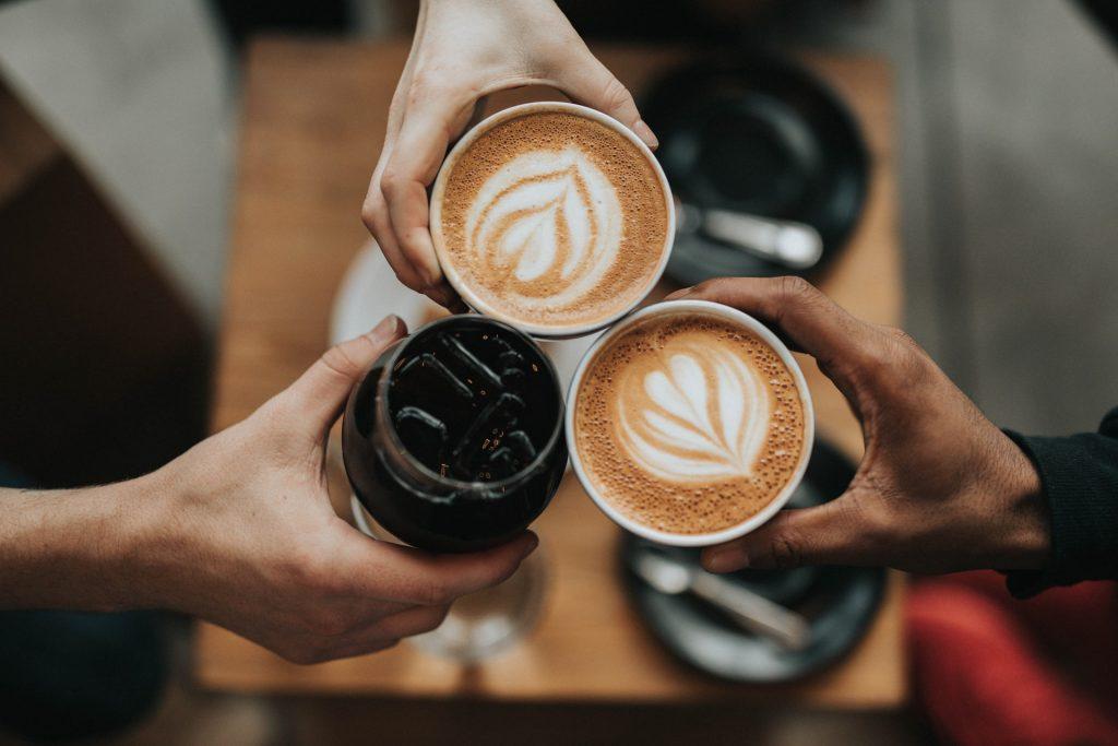 amigos con cafe