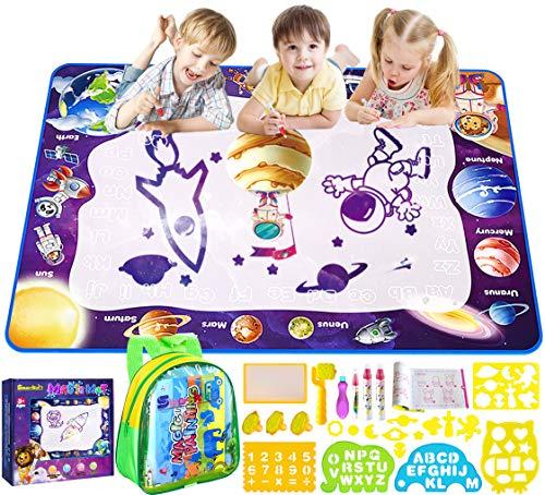 Smarkids Acqua Doodle Tappeto, Tappeto Magico Bambini 100*70cm Doodle Tappeto Magico con 4 Penne Magiche, 1 Set di Francobolli, 10 Stampi, 4 modelloe, 1 Libretto di Disegni e 1 Zaino per Bambini